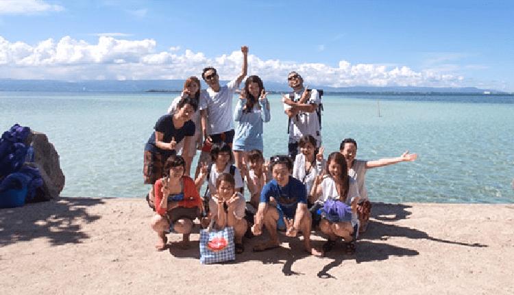 国際的観光都市フィリピンセブ島。リゾート地で仲間たちと過ごす休日も、生の英語と触れ合えるチャンス!